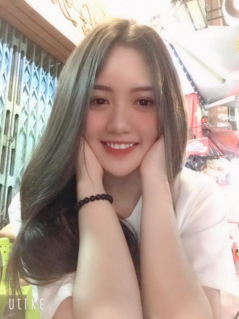 Nụ cười hút hồn người đối diện của Kim Chi
