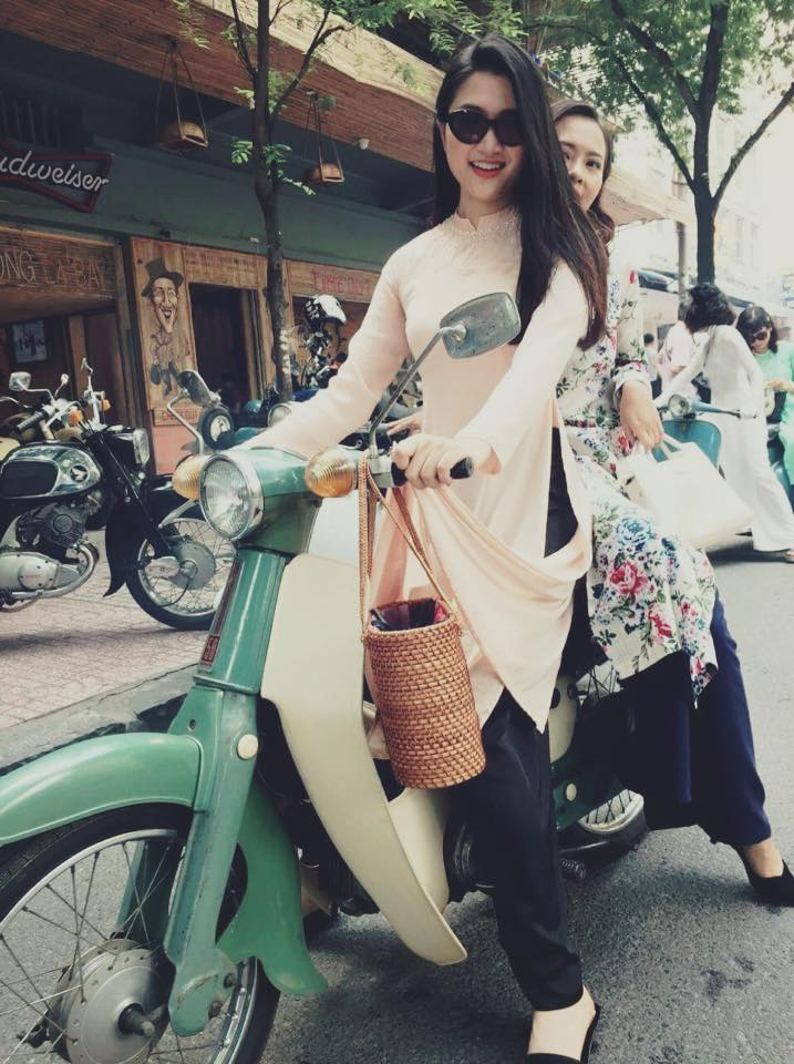 Nguyễn Mai Lam Giang với chiếc xe Cup huyền thoại