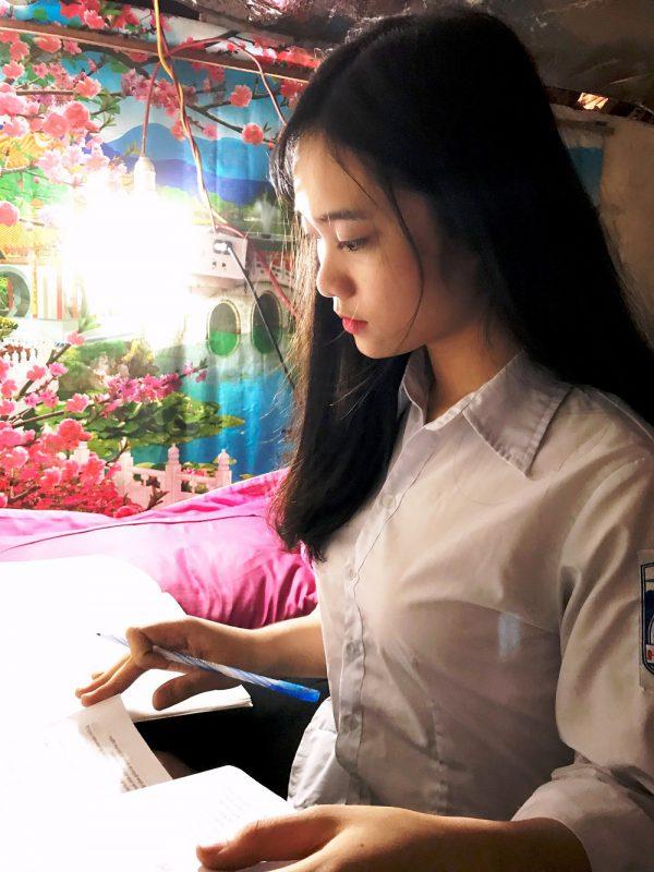 Quỳnh Trang đang miệt mài học tập để sớm thực hiện mơ ước của mình.