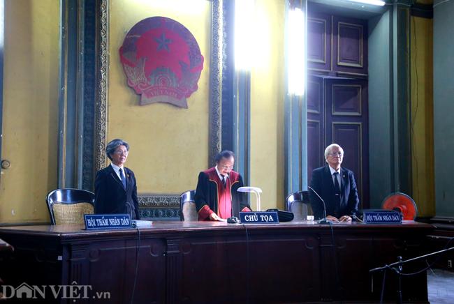 Phiên phán quyết vụ xử ly hôn ông Đặng Lê Nguyên Vũ và bà Lê Hoàng Diệp Thảo (Ảnh: Hải An)