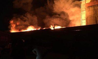 Hình ảnh đám cháy bùng lên dữ dội lúc 22h20. Ảnh: T.S/Lao động