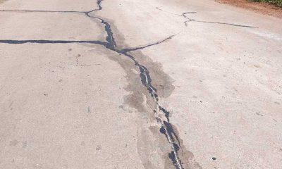 Những vết nứt xé ngang dọc mặt đường. Ảnh: Trần Thọ
