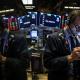 Nhân viên giao dịch trên Sàn chứng khoán New York (NYSE). Ảnh: Reuters