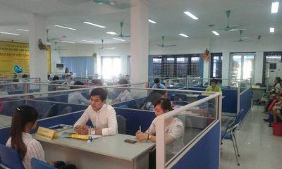 Phiên giao dịch tại Trung tâm Dịch vụ việc làm Hà Nội. Ảnh: XM