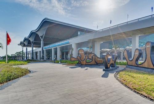 Sân bay quốc tế Cam Ranh không ngừng nâng cấp, mở rộng tạo động lực thúc đẩy du lịch và bất động sản phát triển.