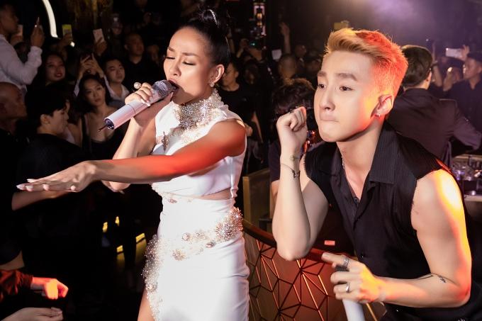 Hai ca sĩ kết hợp ăn ý, mang đến màn trình diễn 'Em của ngày hôm qua' đầy mới lạ.