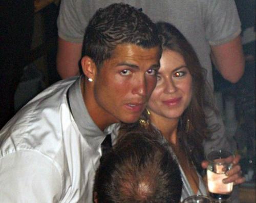 Ronaldo (trái) và Kathryn trong hộp đêm tại Las Vegas năm 2009. Ảnh: AP.