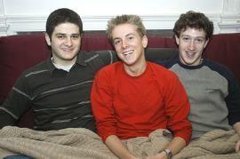 Đồng sáng lập Facebook (từ trái qua phải): Dustin Moskovitz, Chris Hughes, và Mark Zuckerberg.