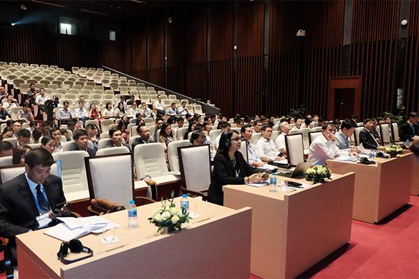 Các chuyên gia quốc tế chia sẻ kinh nghiệm triển khai mobile money với Việt Nam. Ảnh: Trọng Đạt