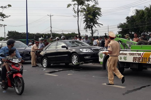 Chiếc xe bị niêm phong, được kéo về trụ sở công an phục vụ điều tra. Ảnh: Thái Hà.