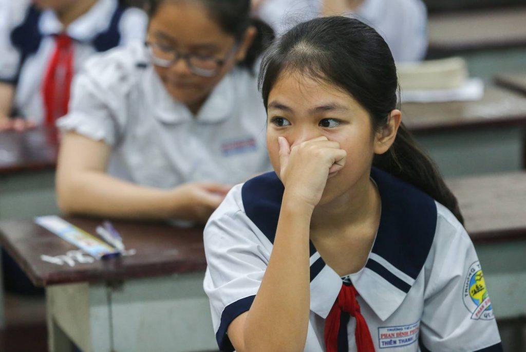 Khá nhiều em tỏ ra căng thẳng trước khi làm bài.