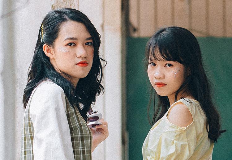 Quỳnh Trang (bên trái) và Hà Phương là bạn thân. Ảnh: NVCC