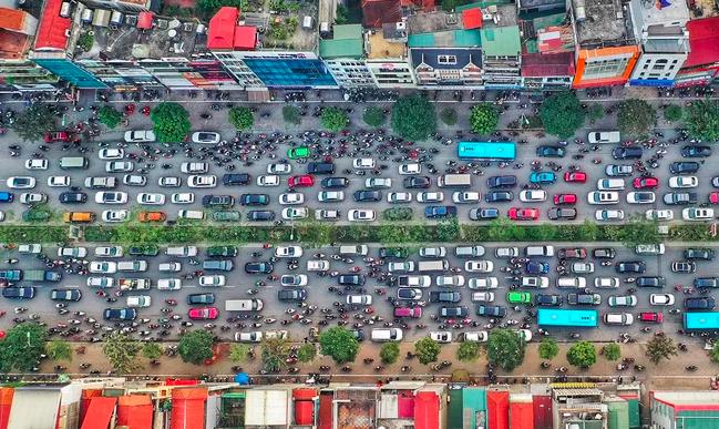 Một số tuyến đường vành đai của Hà Nội thường xuyên ùn tắc vào giờ cao điểm. Ảnh: Ngọc Thành.