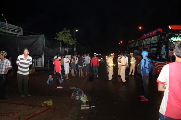 Hiện trường vụ tai nạn xe khách khiến hàng chục người thương vong.