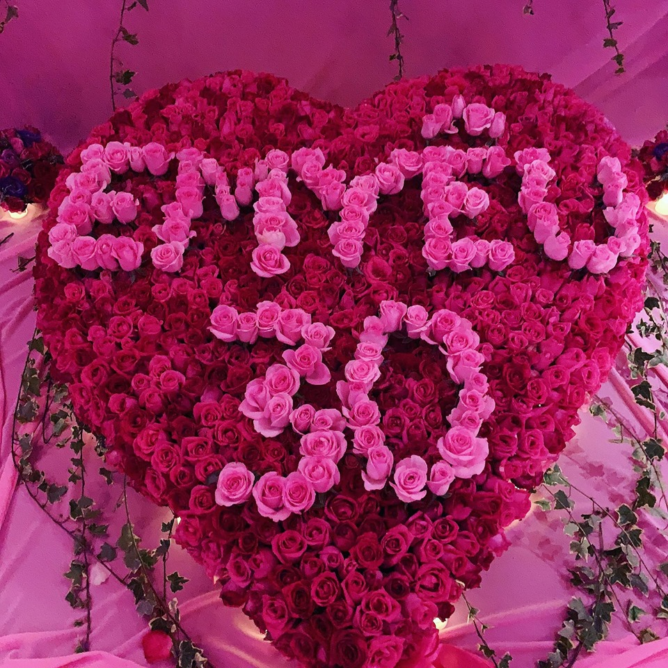 Theo Ngọc Trinh chia sẻ, bạn trai đại gia đã lên ý tưởng chuẩn bị món quà đặc biệt tặng cô dịp sinh nhật lần này trong vòng 1 tháng và được anh thực hiện trong vòng 1 tuần.
