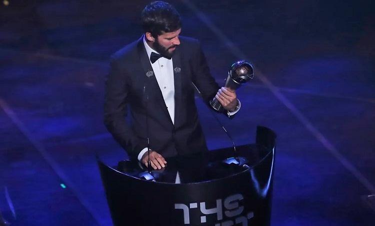 Alisson thâu tóm các giải thưởng cá nhân cho thủ môn trong năm 2019. Ảnh: AP.