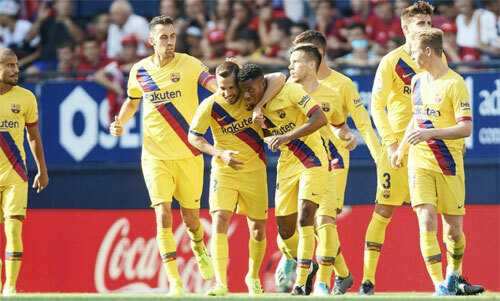 Đồng đội chúc mừng ngôi sao 16 tuổi. Ảnh: Marca.