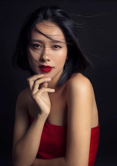 Hoàng Quyên trong bộ ảnh mới nhất do nhiếp ảnh gia Tang Tang thực hiện. Sau sinh, cô giảm 15kg để phục vụ công việc.