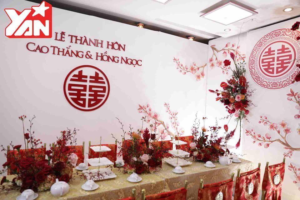 Căn biệt thự phủ sắc đỏ cho cặp đôi làm lễ vái gia tiên.