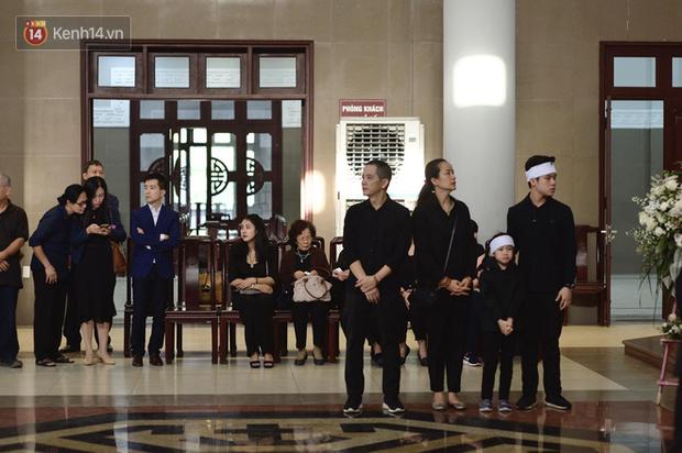 Gia đình của Hạnh An tại nơi tổ chức tang lễ