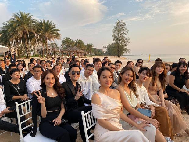 Dàn nghệ sĩ Việt: vợ chồng Dương Khắc Linh, Phạm Quỳnh Anh, Khả Ngân, Vũ Cát Tường, Minh Hằng.