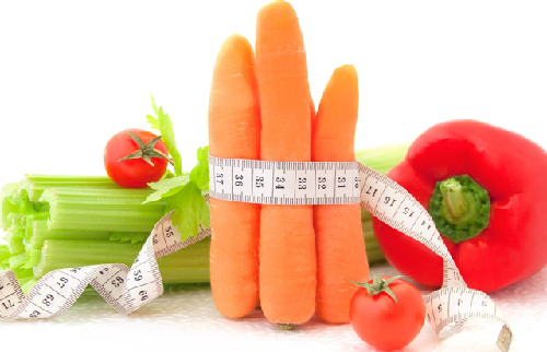 Người giảm cân nên tăng cường ăn rau củ, trái cây.
