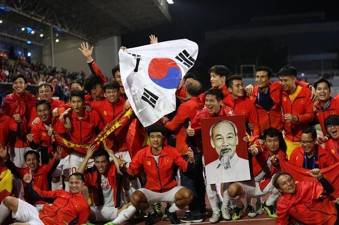 Kết thúc ngày thi đấu 10/12, thể thao nước nhà nhận tin cực vui khi U22 Việt Nam xuất sắc đánh bại U22 Indonesia để nhận tấm HC vàng lịch sử môn bóng đá nam.