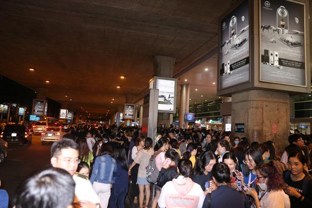 Lượng fan đông không tưởng chờ đợi dàn sao Running Man từ rất lâu