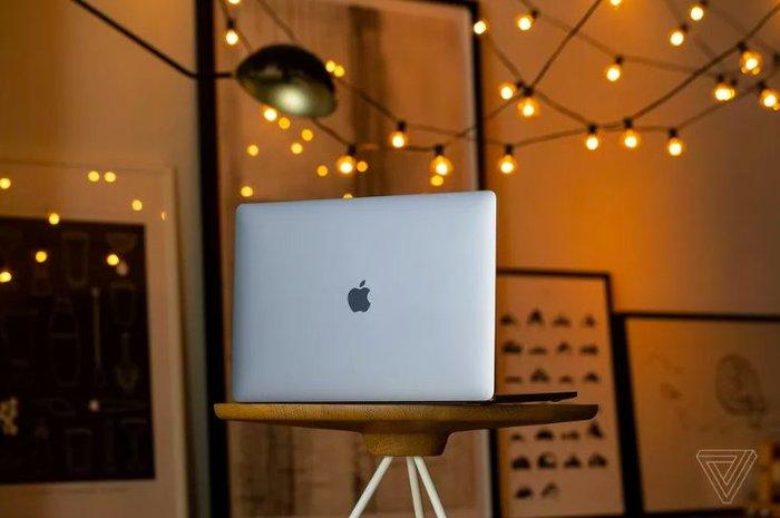 Câu trả lời của Apple với công nghệ màn hình OLED có thể được tung ra ngay vào năm sau. (Ảnh: The Verge)