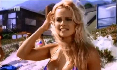 Pamela Anderson khoe đường cong nóng bỏng