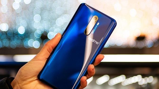 Các mẫu smartphone tầm trung cũng sở hữu thiết kế bắt mắt. Ảnh: Pocket.