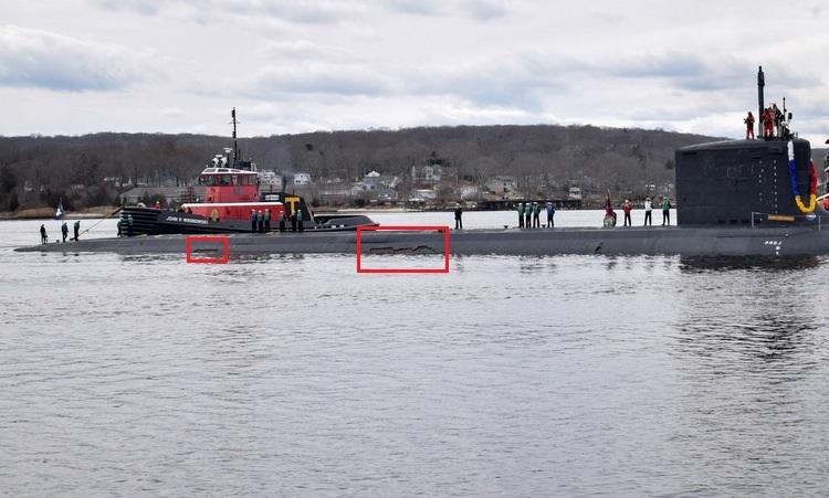 Hai vết rách lớn trên lớp vỏ triệt âm của USS Colorado. Ảnh: US Navy.