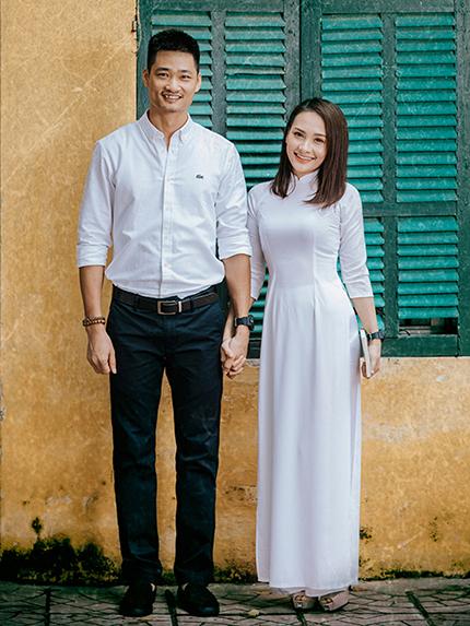 Vợ chồng Bảo Thanh trong bộ ảnh về trường cũ ôn lại kỷ niệm học sinh. Ảnh: Huy Ngọc.