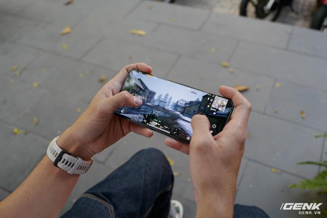 Trải nghiệm nhanh Galaxy S20 Ultra hàng chính hãng: Đã cải thiện so với bản sample, chất lượng zoom tốt hơn, vẫn chưa có game 120 Hz để chiến - Ảnh 12.