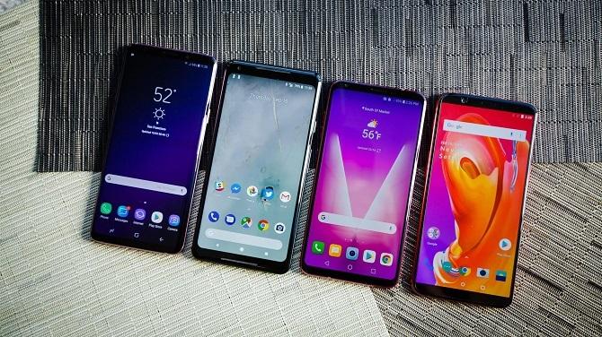 Nhờ vi xử lý cải tiến, smartphone tầm trung có hiệu năng không thua kém flagship ra từ vài năm trước. Ảnh: Cnet.