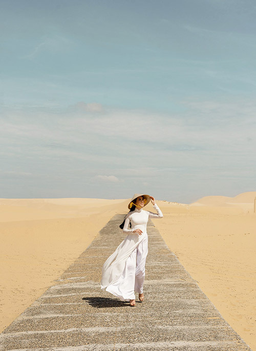 Đồi cát là địa điểm chụp ảnh sống ảo lý tưởng của các du khách khi đến Bình Thuận.