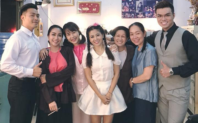 Mai Phương và các đồng nghiệp tại sân khấu kịch Hồng Vân.