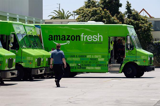 Nhu cầu mua sắm tạp hóa trực tuyến tăng vọt tại Mỹ. Ảnh: Time