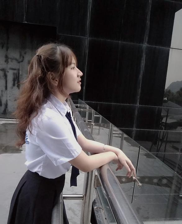 Nữ sinh 17 tuổi hoàn thành chương trình đại học trong 2 năm - Ảnh 1.