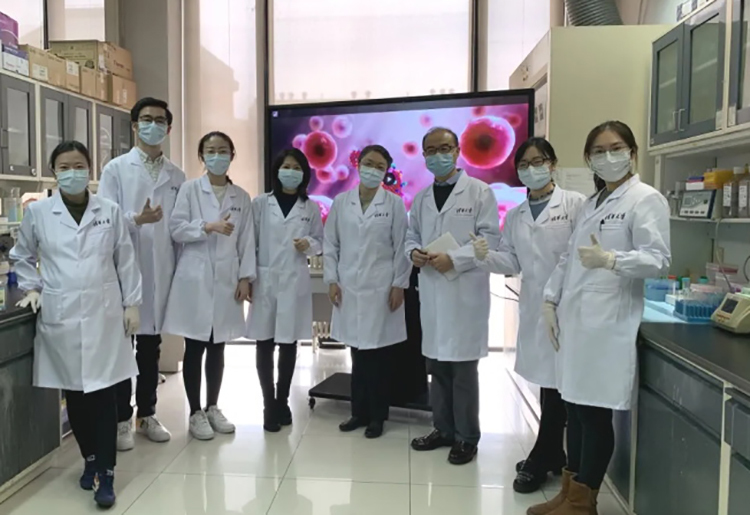 Nhóm nghiên cứu Trung Quốc. Ảnh: Tsinghua University