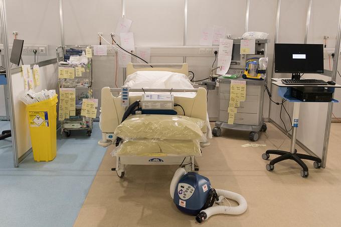 Anh thần tốc lập bệnh viện dã chiến lớn nhất thế giới