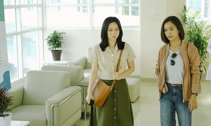 Ái Phương (phải) có nhiều cảnh diễn chung với Phương Anh Đào.