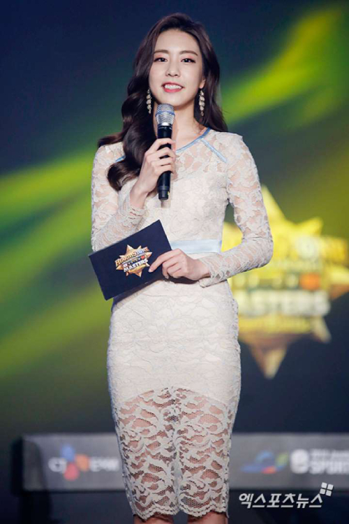 Tốt nghiệp chuyên ngành khiêu vũ nên Jo Eun Jung sở hữu hình đẹp hoàn hảo.Cô sở hữu chiều cao 165 cm, nặng 46 kg.