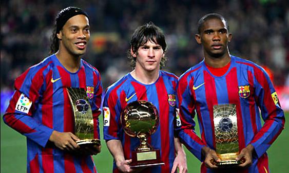 Messi (giữa), cùng Ronaldinho (trái) và Samuel Etoo. Ảnh: Reuters.