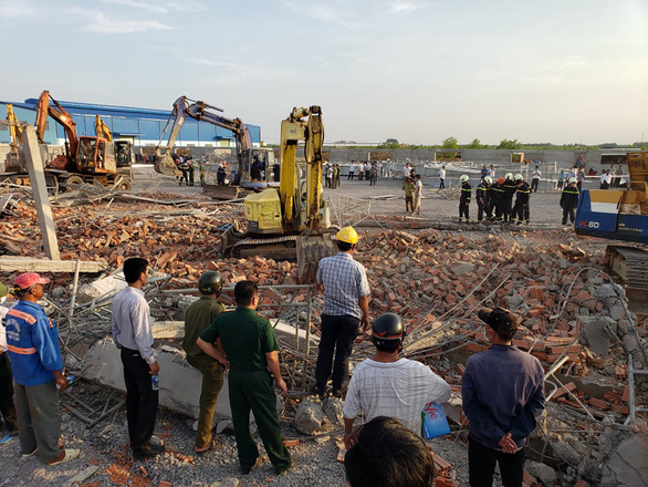10 người chết, nhiều người bị chôn vùi do sập tường đang xây ở Đồng Nai - Ảnh 7.