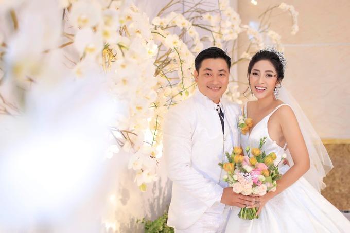 Hoa hậu Đại dương 2014 Đặng Thu Thảo kết hôn với ông xã Phúc Thành năm 2018. Chịđang mang bầu hai bé trai được 7 tháng. Vợ chồng người đẹp định đặt tên ở nhà cho con là Andy và Tony.