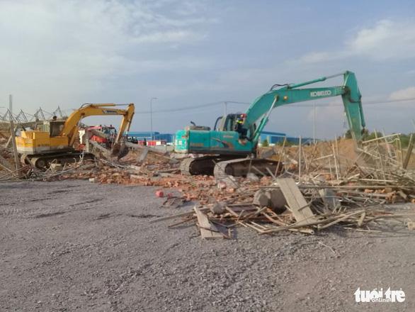 10 người chết, nhiều người bị chôn vùi do sập tường đang xây ở Đồng Nai - Ảnh 4.