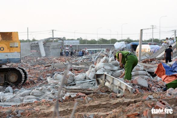 Khởi tố vụ án sập tường 10 người chết ở Đồng Nai - Ảnh 1.