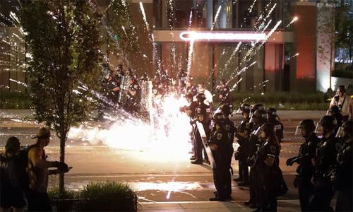 10 ngày Mỹ trượt sâu vào biểu tình, bạo động