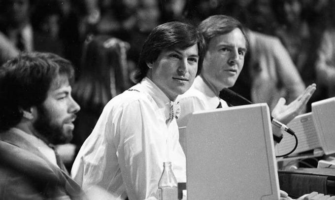 Với Apple II, iPod, iPhone và các thiết bị sau này, Jobs vẫn trung thành với lựa chọn tốt nhất và đắt nhất. Ảnh: Apple Insider.